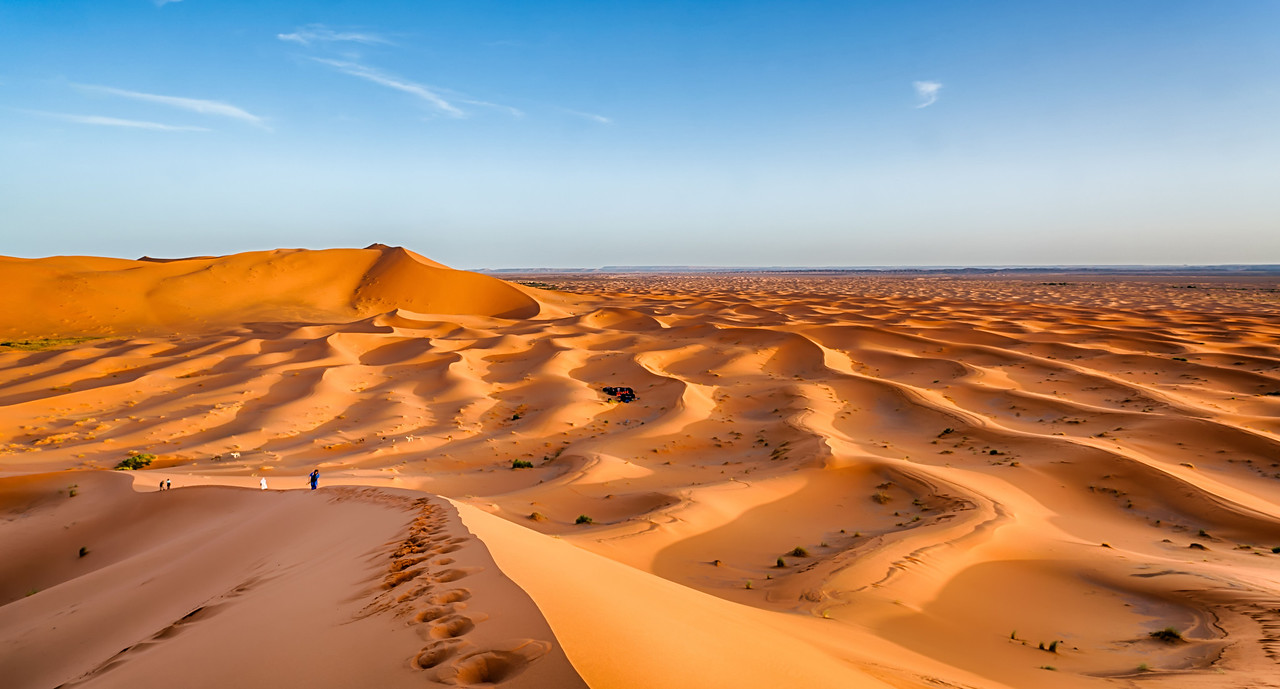 Andy Yee - Descending a large dune in the Erg Chebbi region of the Sahara Desert in Morocco