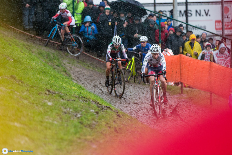 It's Evie Richards' (GBR) turn through eh off-camber on lap #1.  Evie was the eventual winner.