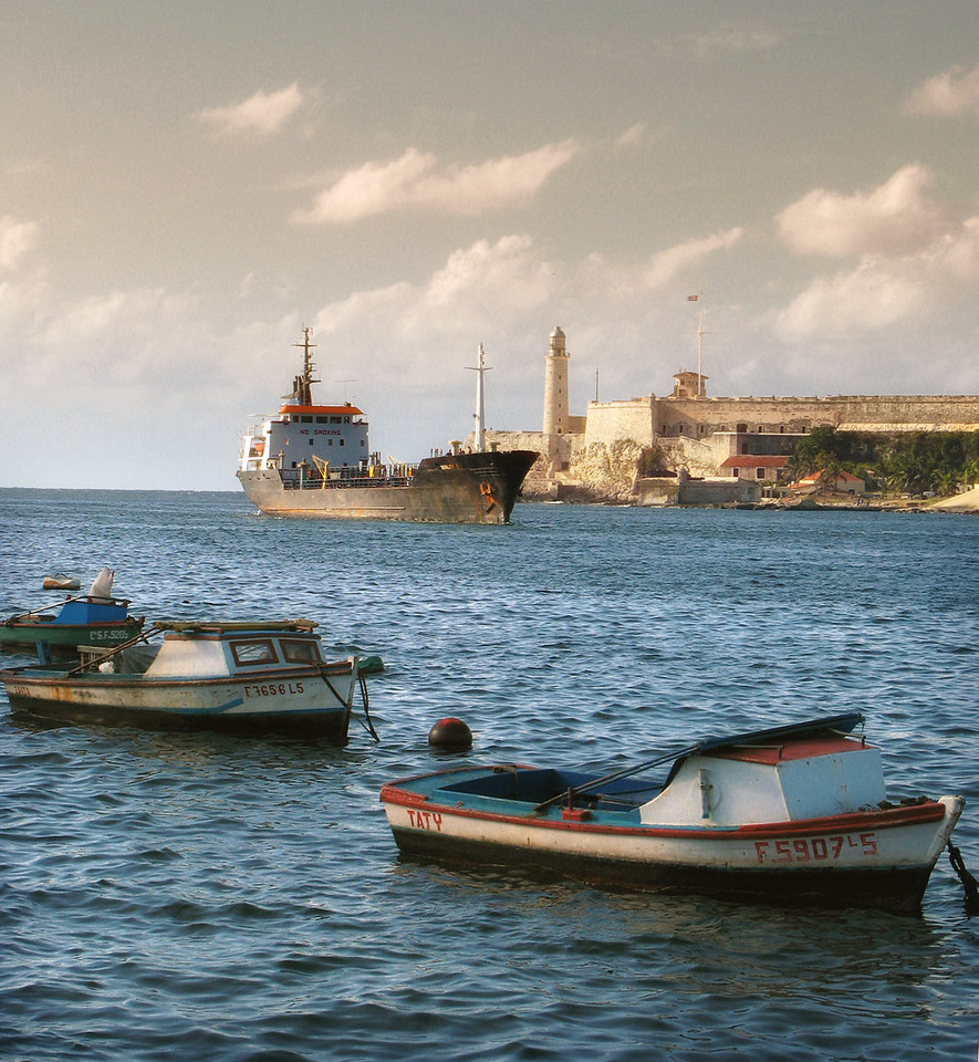 Boats in front of El Castillo del Morro.