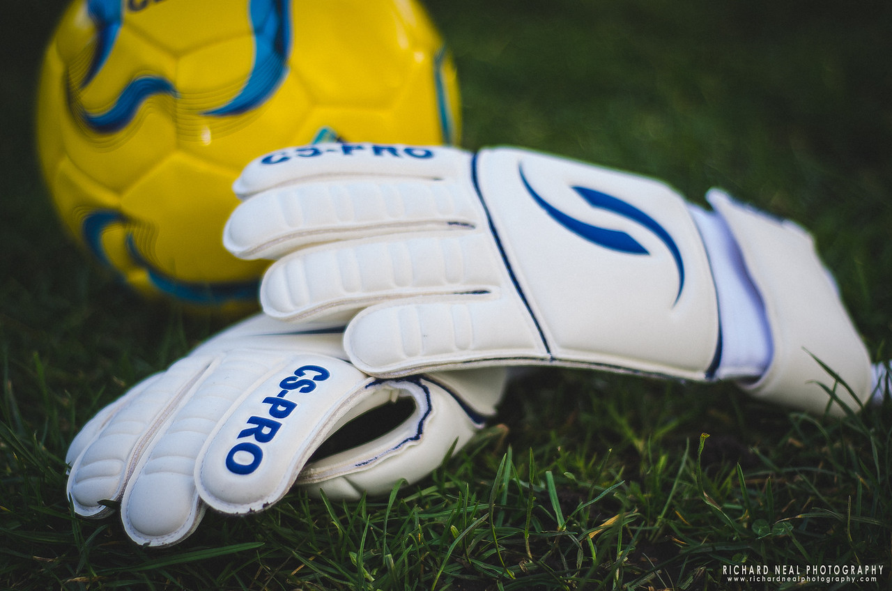 Sports product photography CS-Pro, teesside. Goal keeper gloves and ball