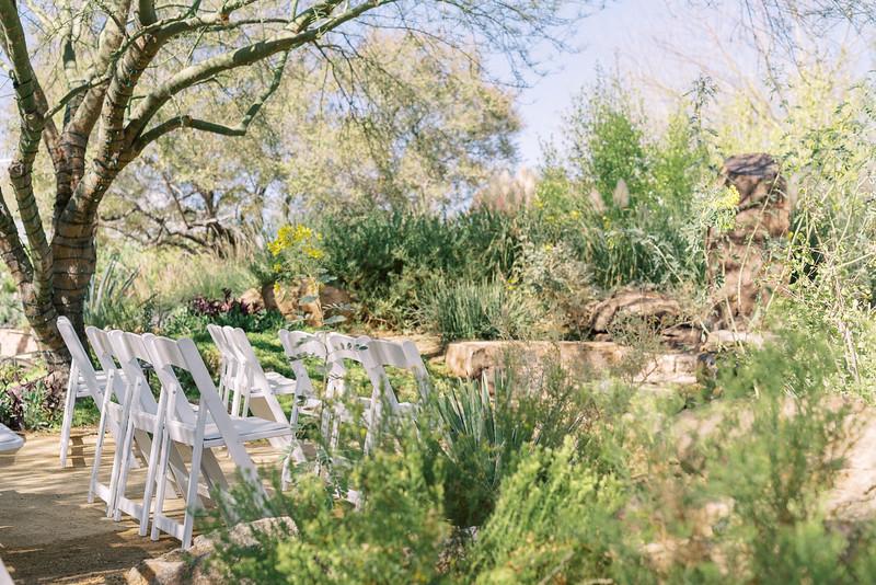 Springs Preserve Desert Fountain Las Vegas Intimate Wedding Venue - Kristen Kay Photography | #outdoorceremony #springspreserve #desertwedding #intimatewedding