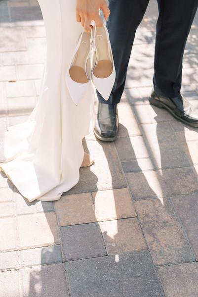 Springs Preserve Butterfly Habitat - Las Vegas Intimate Wedding Venue - desert elopement - Kristen Kay Photography | #heels #whiteheels #bridalstyle #nature #butterflygarden #outdoorceremony #lasvegasweddingphotographer