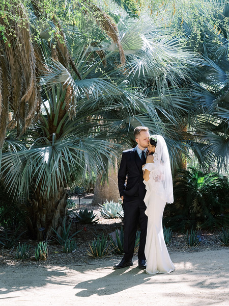 Springs Preserve Las Vegas Intimate Wedding Venue - Kristen Kay Photography - morning desert wedding in the fall | #palms #nature #outdoorceremony
