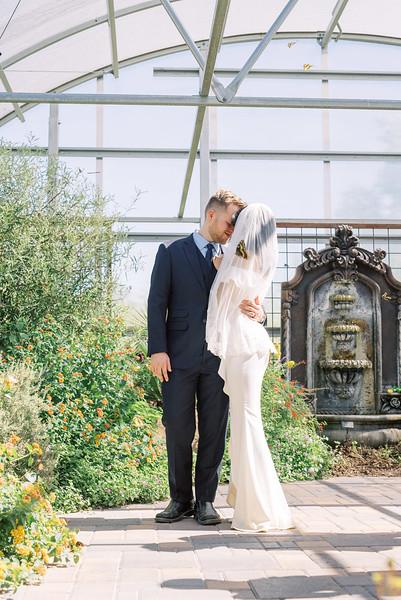Springs Preserve Butterfly Habitat - Las Vegas Intimate Wedding Venue - desert elopement - Kristen Kay Photography | #butterfly #nature #butterflygarden #outdoorceremony #lasvegasweddingphotographer