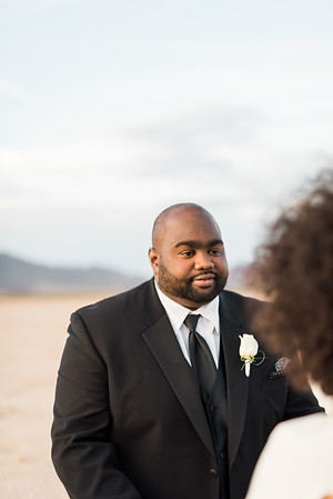 KRISTEN KAY PHOTOGRAPHY | Dry Lake Bed Las Vegas Desert Elopement | XOXO Jamelle Wedding