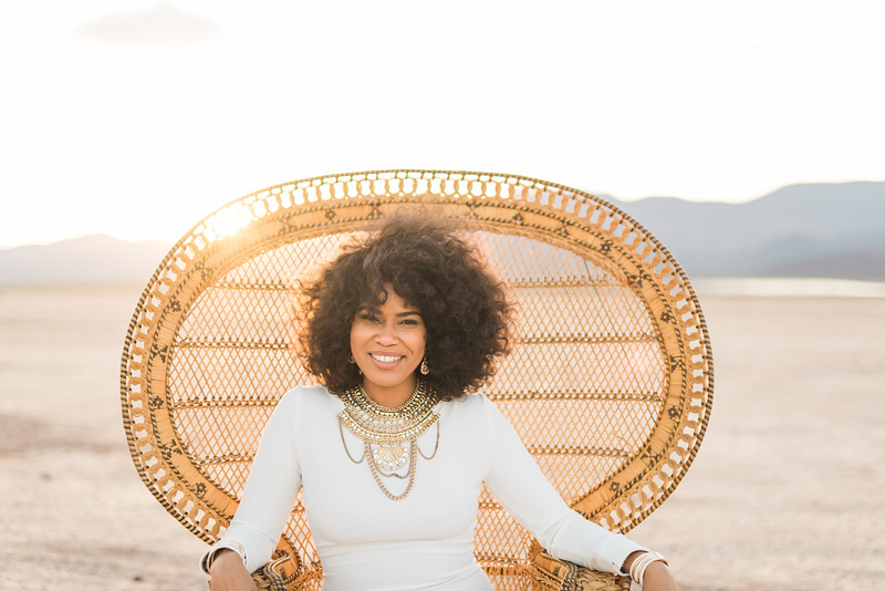 KRISTEN KAY PHOTOGRAPHY | Peacock Chair, Boho Glam Goddess | Dry Lake Bed Las Vegas Desert Elopement | XOXO Jamelle Wedding