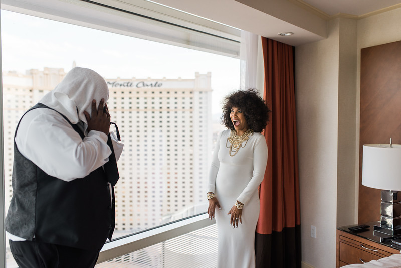 KRISTEN KAY PHOTOGRAPHY | Aria Las Vegas Desert Elopement First Look, XOXO Jamelle Wedding