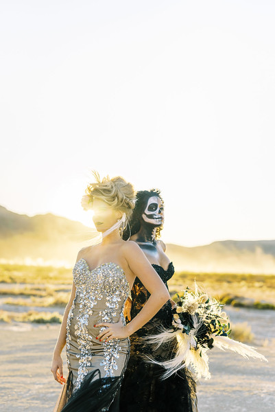 Bridal Halloween Editorial - skeleton makeup and gold glam - Kristen Kay Photography | #fall #driedbouquet #skeleton #halloweenmakeup #bridal #editorial