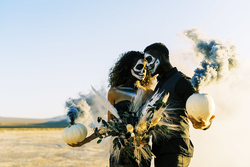Smoke bomb Halloween, skeleton makeup editorial in the desert - Kristen Kay Photography - Dried floral bouquets by Mylofleur - Las Vegas Florist | #halloween #driedbouquet #skeleton #makeup #mask