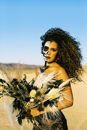 Halloween, skeleton makeup - spooky elopement inspiration - Kristen Kay Photography - Unconventional Las Vegas Elopements and Palm Springs Intimate Weddings and Elopements -- Dried floral bouquet by Mylofleur - Las Vegas Florist | #halloween #driedbouquet #skeleton #makeup #mask