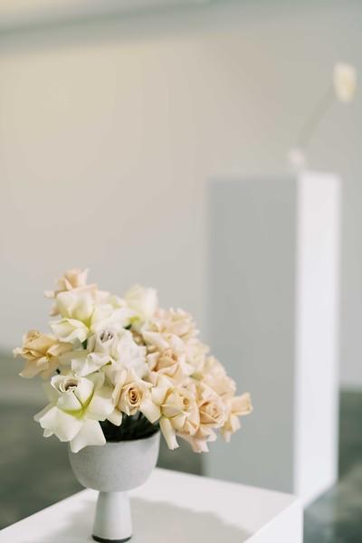 unique and modern rose centerpiece by Flora Pop - Las Vegas elopement wedding chapel - modern, minimal, natural light wedding chapel in Downtown Las Vegas - Kristen Kay Photography - Kristen Krehbiel - Sure Thing Chapel - #chapel #lasvegas #modern