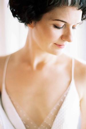 Natural makeup - short bridal hairstyles - Las Vegas elopement wedding chapel - modern, minimal, natural light wedding chapel - Kristen Kay Photography - Kristen Krehbiel - Sure Thing Chapel