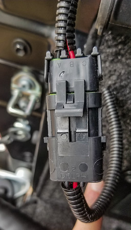 old brake light connector_09Feb2019_001