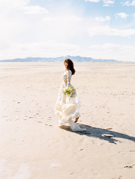 Utah Salt Flats Elopement | Florals by Sarah Winward | Kristen Kay Photography-26