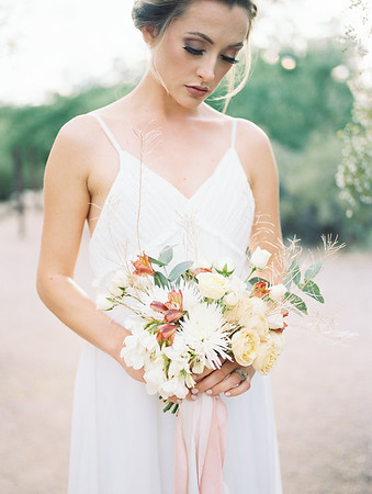 SIMPLE ELOPEMENT BRIDAL BOUQUET