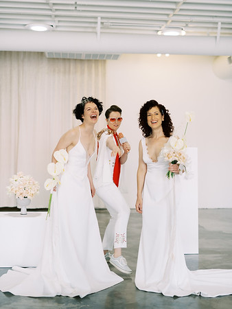 Sure Thing Chapel - minimal modern downtown Las Vegas chapel - Kristen Kay Photography - Elvis Celebrant - neutral, modern orchid, rose, and lilly floral bouquets by Flora Pop-2
