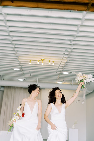 Sure Thing Chapel - minimal modern downtown Las Vegas chapel - Kristen Kay Photography - Elvis Celebrant - neutral, modern orchid, rose, and lilly floral bouquets by Flora Pop-10