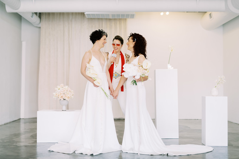 Sure Thing Chapel - minimal modern downtown Las Vegas chapel - Kristen Kay Photography - Elvis Celebrant - neutral, modern orchid, rose, and lilly floral bouquets by Flora Pop-3