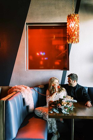 view fun ideas for your unique DOWNTOWN LAS VEGAS ELOPEMENT with KRISTEN KAY PHOTOGRAPHY - order a drink at a rad, retro local downtown bar | #elopement #bar #retro #vegas #downtown #lasvegas