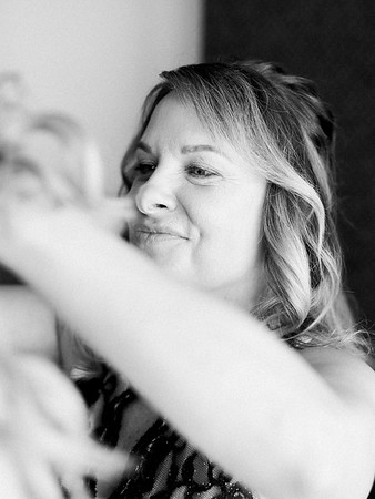 mother of the bride - getting ready photos // Las Vegas desert elopement // Las Vegas Elopement & Intimate Wedding Photographer - Kristen Krehbiel - Kristen Kay Photography