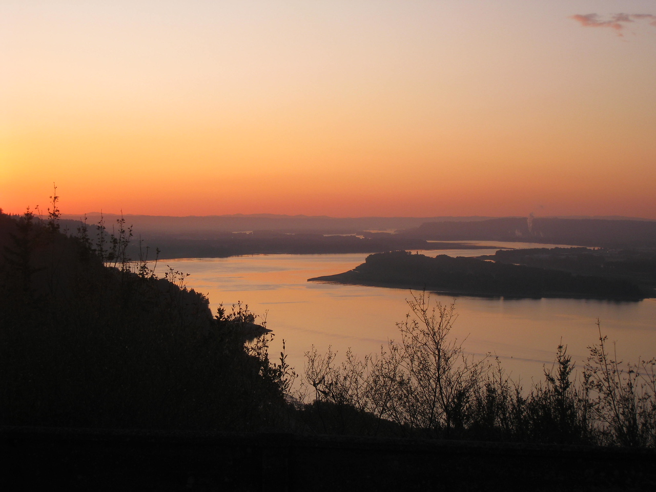 Sunday afternoon we happened to be passing Crown Point in the Gorge right at Sunset so we stopped & snapped a quick pic!