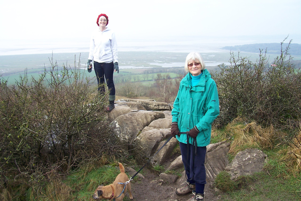 Daugther Mirranda Visiting Sister Anwen & the Grandparents in the UK makes it to the top of the Warton Crag :^)..