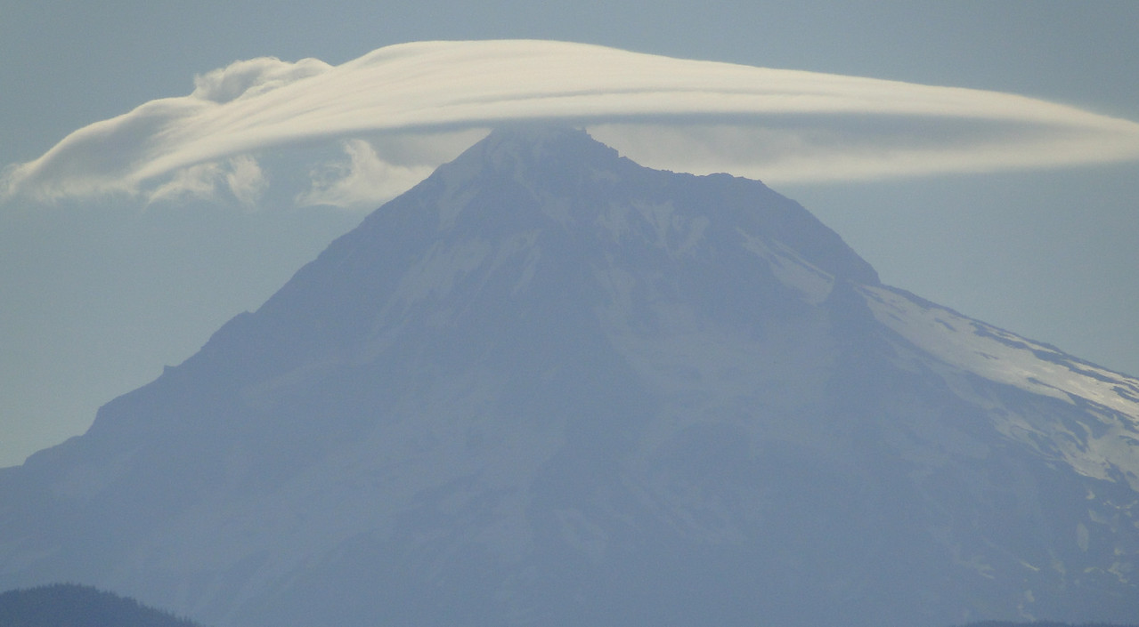 09/03/2010: The sun was in the wrong place but Hood had a great lenticular cloud over it this morning.