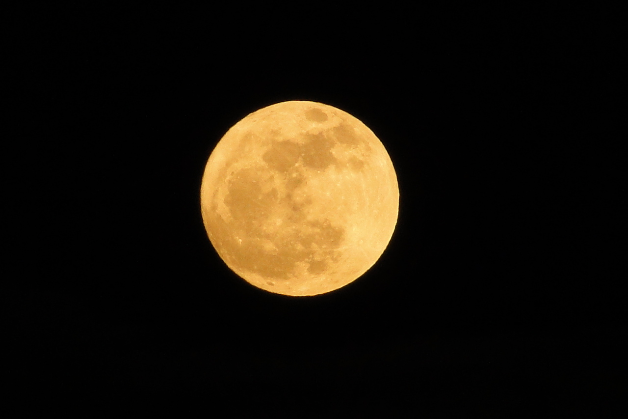 The (Almost) Full Moon 02/17/2011