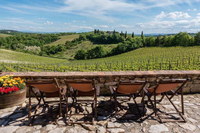 tuscan villa vineyard