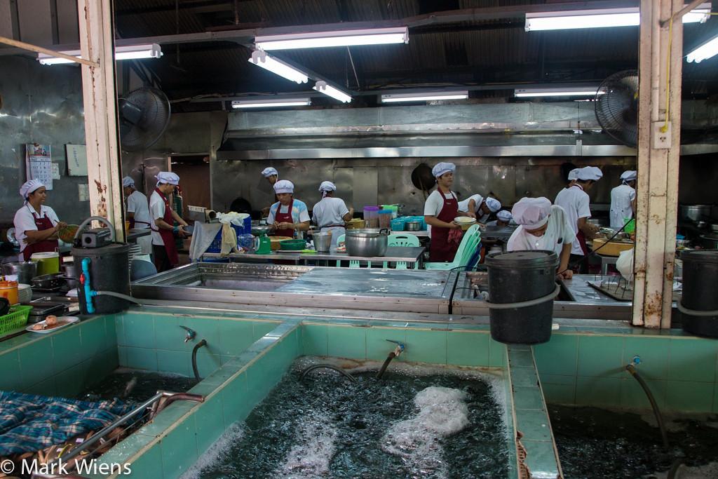 samut prakan market 89 X2 Sompong Seafood Restaurant (ร้านสมพงศ์) in Samut Prakan