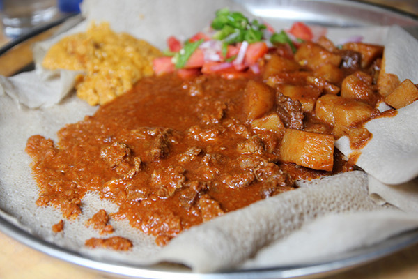 IMG 7533 640x427 Irresistible Ethiopian Food at Grand Restaurant in Addis Ababa