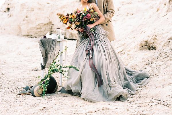Earthy Las Vegas desert elopement | Tara LaTour Gown | Kristen Kay Photography