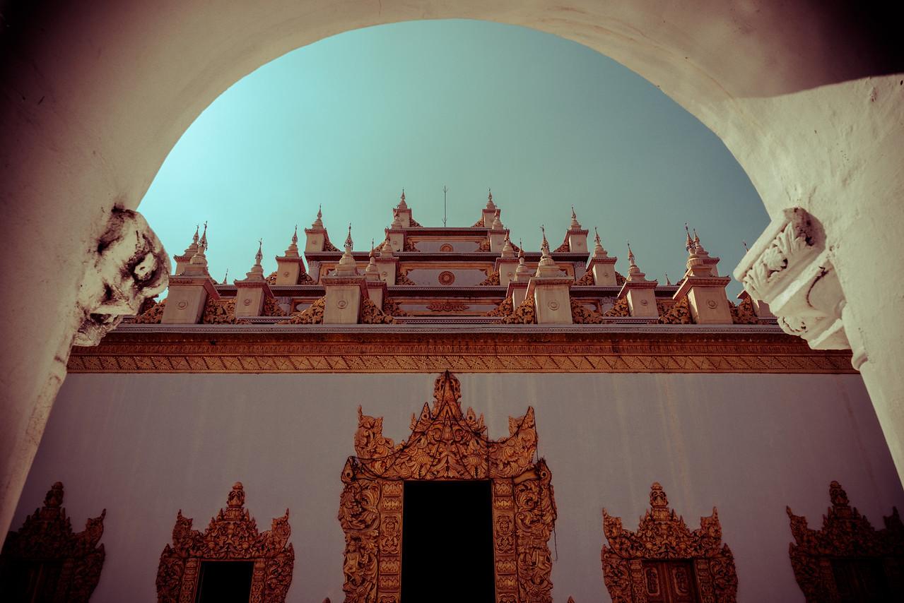 Grandiose entrance of Atumashi (Myanmar)