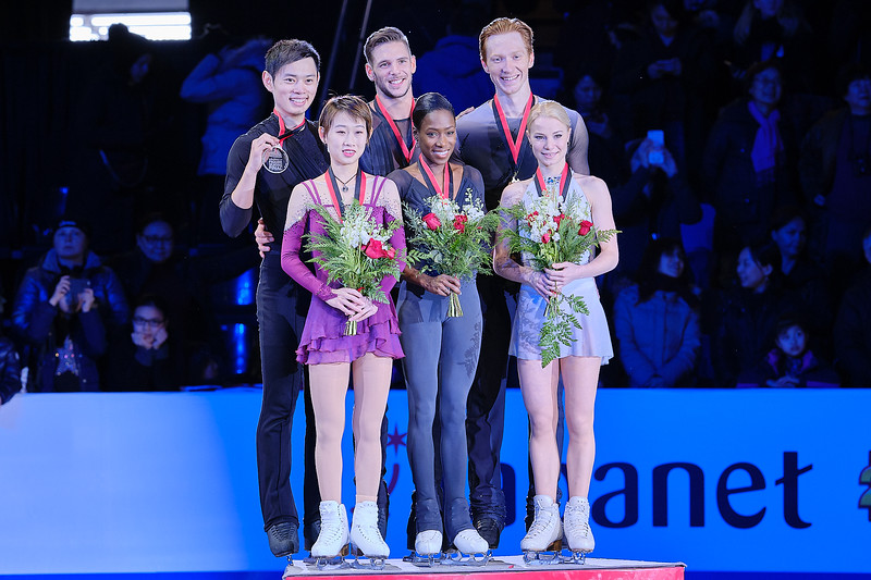 Pairs Ceremony @ the 2018 ISU Grand Prix of Figure Skating Final