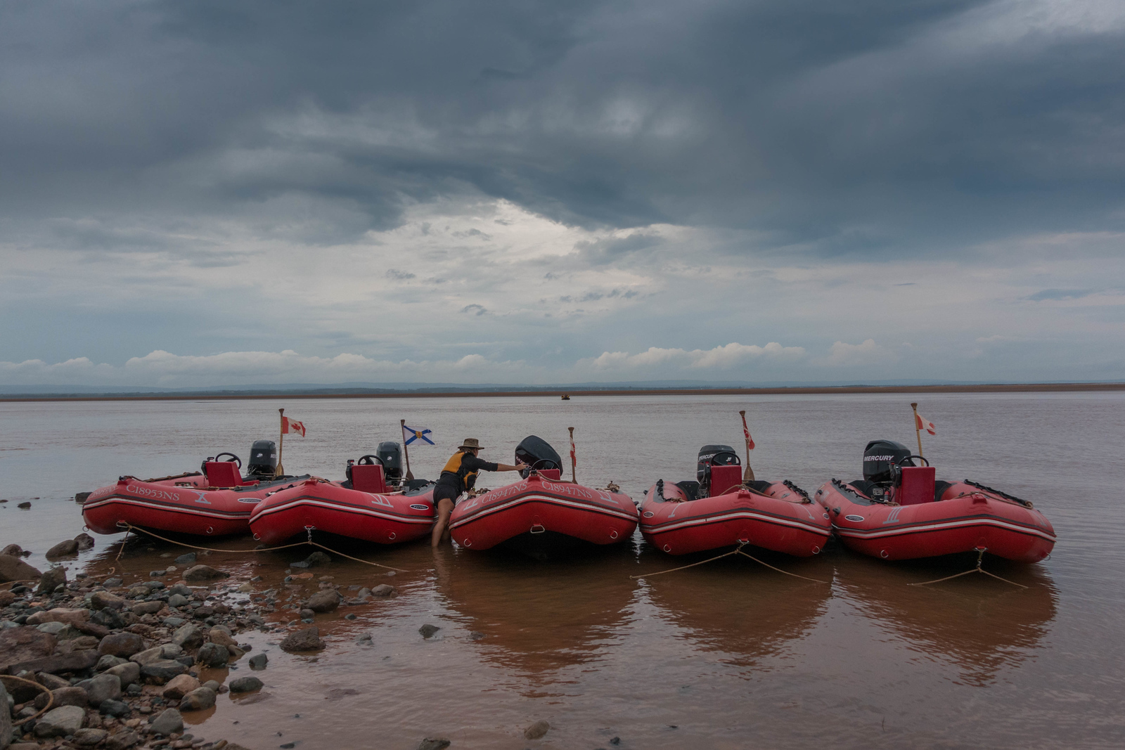 tidal bore rafting nova scotia