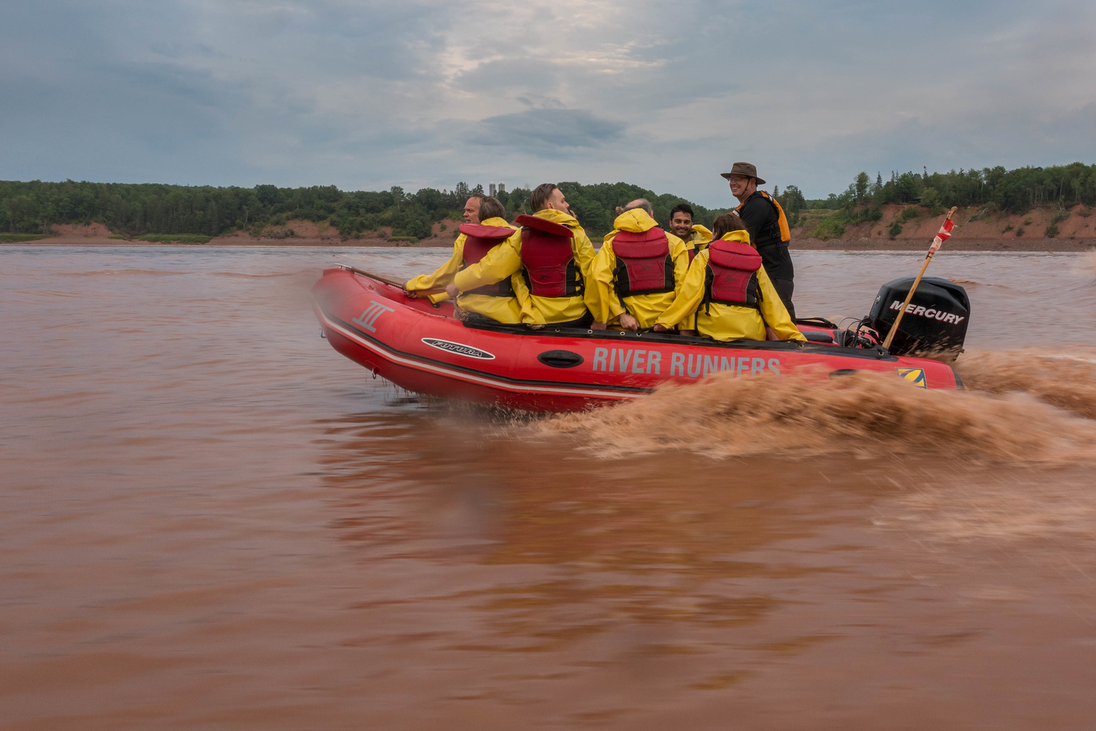 getting-wet-tidal-bore-rafting