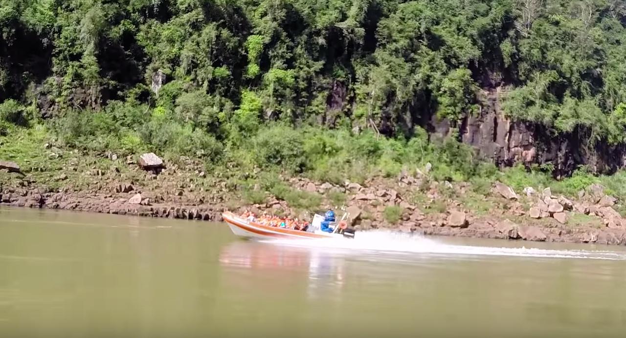 Iguazu falls jet boat tour