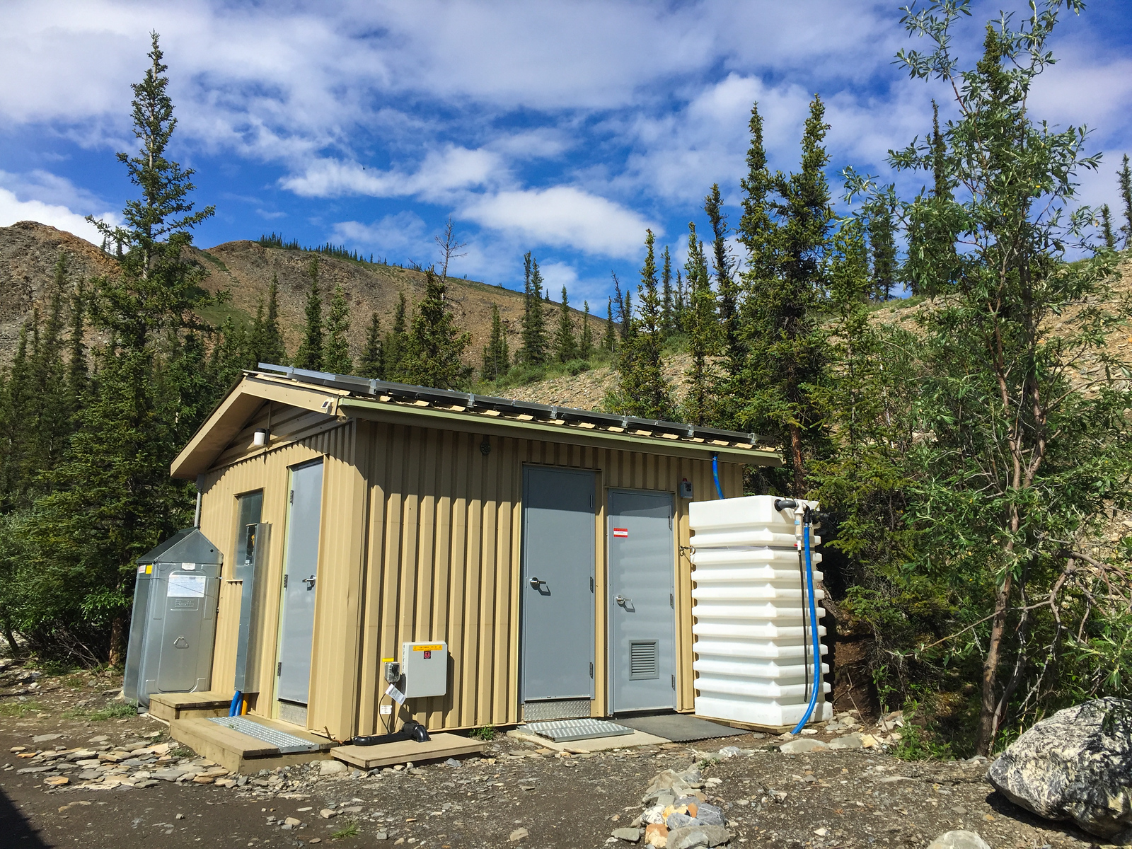 Modern day toilet luxury in Sheep Creek Basecamp.