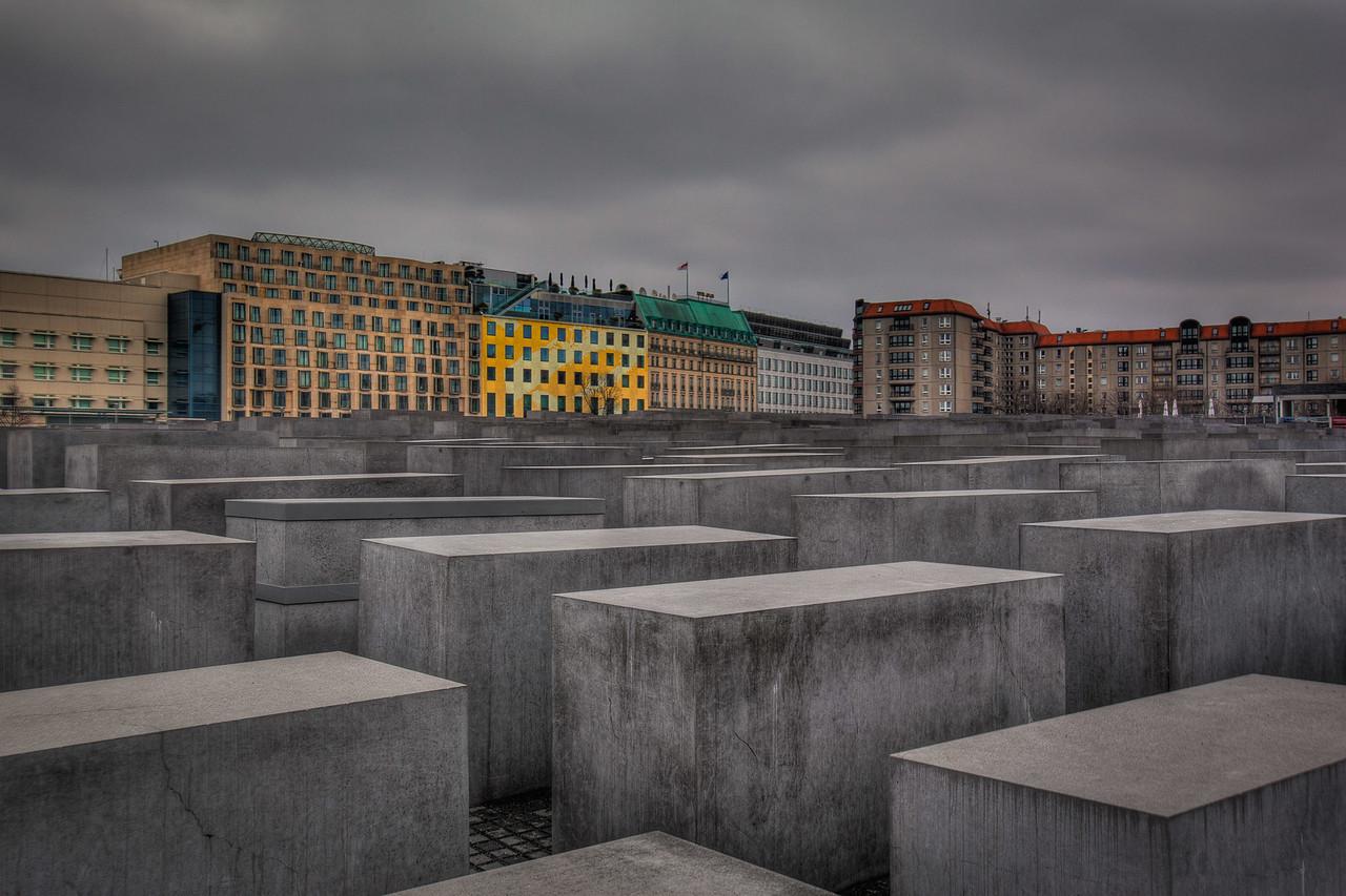 memorial to murdered jews