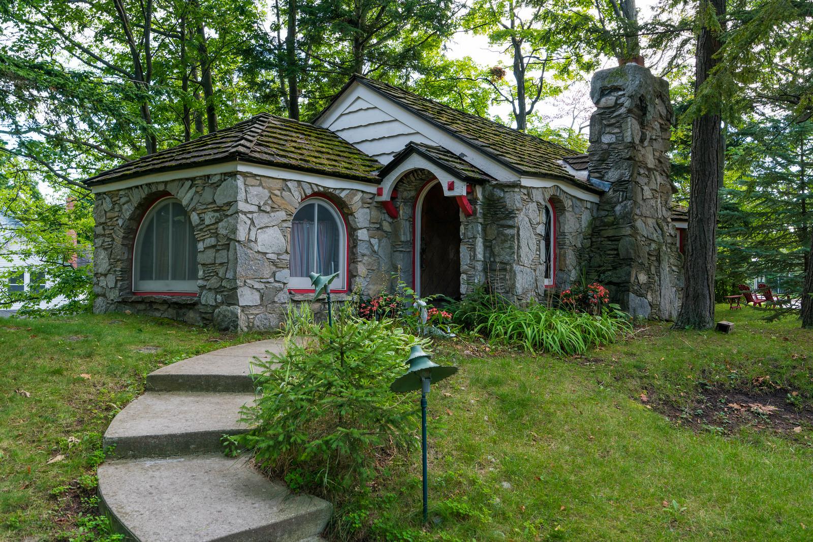 Mushroom Houses Charlevoix #4: Abide