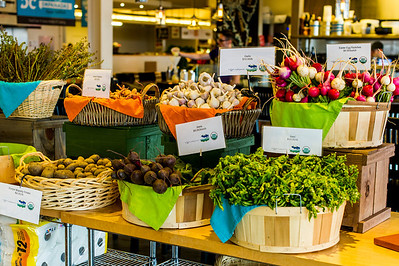 As you can see, Union Market also has a thriving Farmer's market. All the vegetable and fruits are fresh from local markets.  The colors are amazing!!!