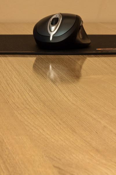 Regele mausilori, primul cu laser, batran dar perfect functionabil, isi recapata locul meritat pe biroul nou.
