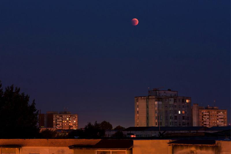 Time-lapse video: Eclipsa de Luna - 15.iunie.2011
