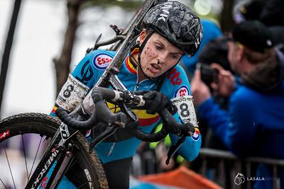 Karen Verhestraeten BEL on the run-up during the elite women'srace at the 2016 Cyclo-cross World Championships on January 30, in Zolder, Belgium. Photo: Matthew Lasala/Lasala Images