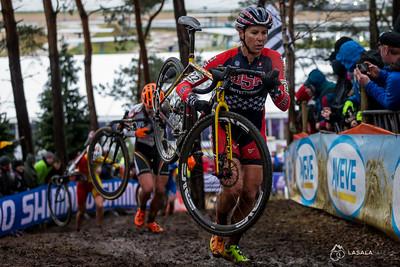 Meredith Miller USA running during the elite women's race at the 2016 Cyclo-cross World Championships on January 30, in Zolder, Belgium. Photo: Matthew Lasala/Lasala Images
