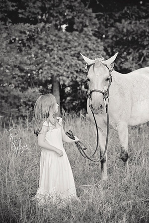 2017 July Unicorn Photos Madeline with Friends-2750 BW