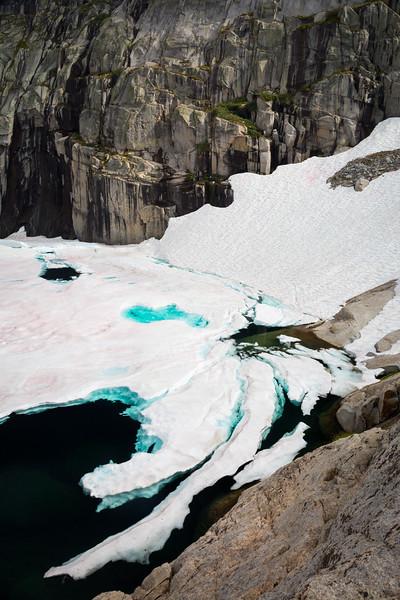 Precipice Lake icebergs
