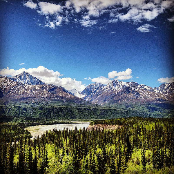 Beautiful scenery along the Glenn Highway in Alaska (Photo: Kim Olson)