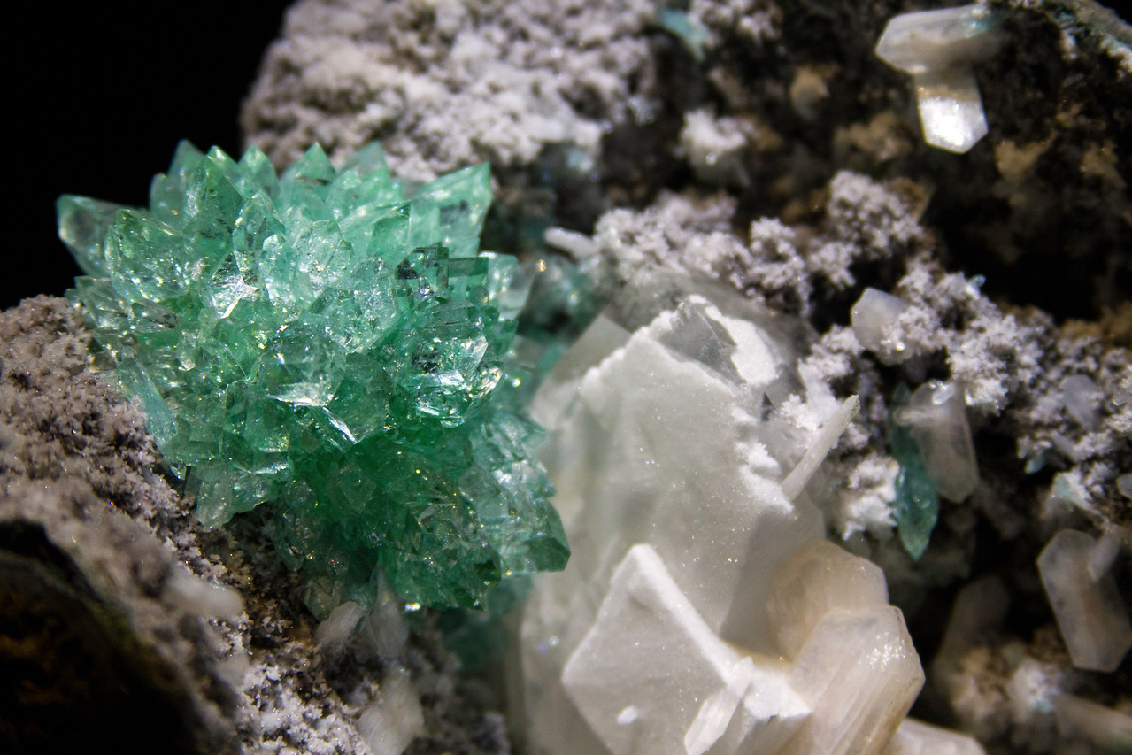 Fluorapophyllite on basalt