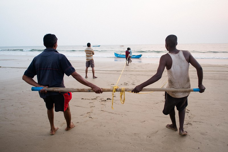 Fishermen pulling in a huge net. Bogmalo Beach, Goa, India. Fuji X-Pro 1, 18mm lens